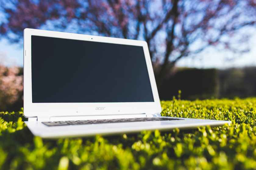 nature-laptop-notebook-grass.jpg